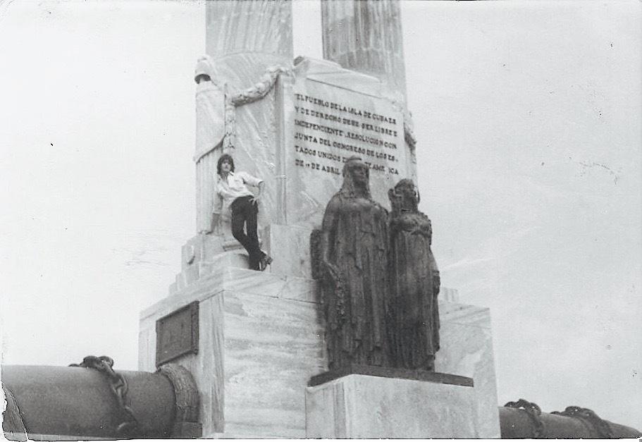 ob_5b3e97_martin-en-monumento-copia